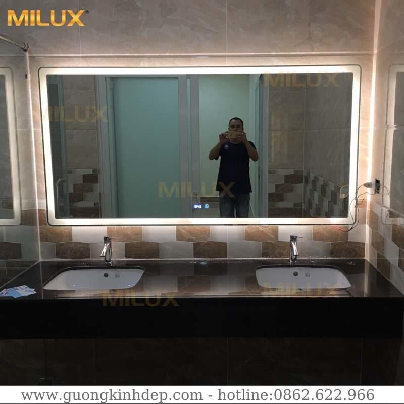 Gương Phòng Tắm Ngoại Cỡ Có Đèn Led Milux MLNC03