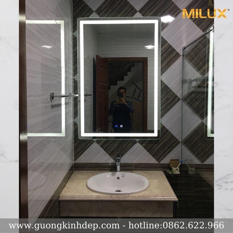 Gương Phòng Tắm Có Đèn Hiện Đại Cho Không Gian Nhỏ